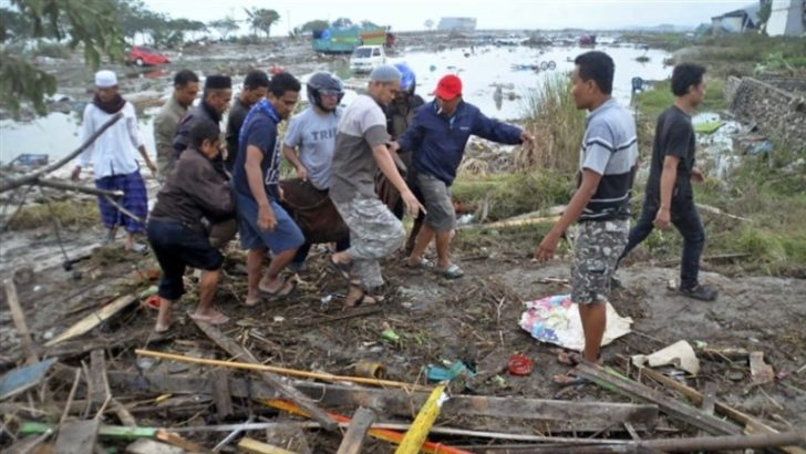Rescuers search for Indonesia survivors