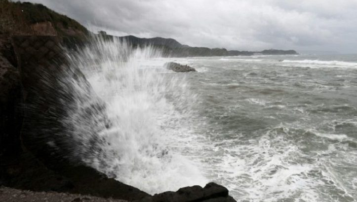 Powerful typhoon batters Okinawa, churns to Japan mainland