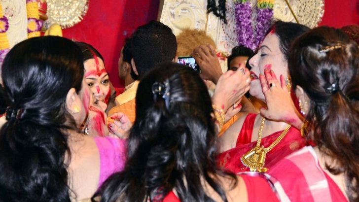 Durga Puja 2018: What is Sindoor Khela? Significance of the Vijaya Dashami ritual